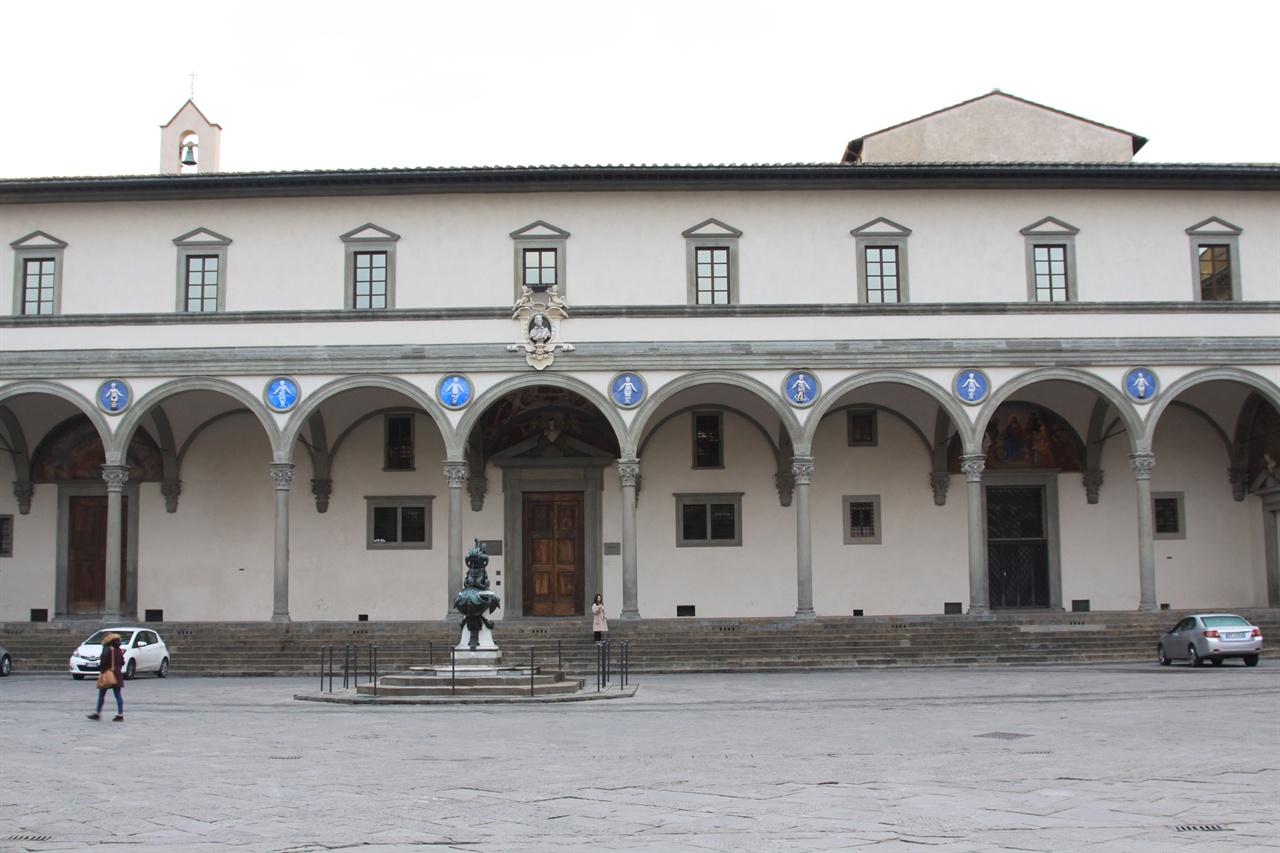 인노첸티 보육원 브루넬레스키가 설계한 건물 외관