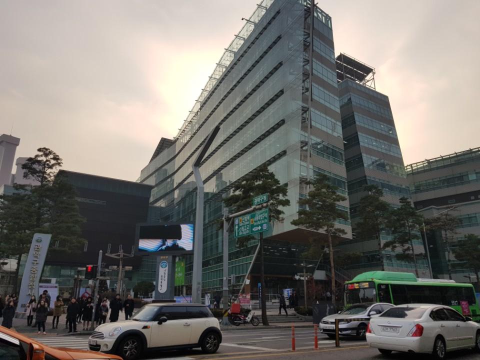 관악구청 지난해 11월 1일, 전국최초 '쓰레기와의 전쟁을 선포' 한 관악구 청사