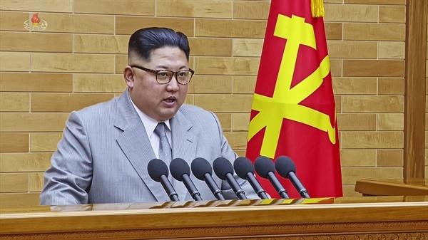 김정은 북한 노동당 위원장이 1일 오전 9시 30분(평양시 기준 9시)에 노동당 중앙위원회 청사에서 육성으로 신년사를 발표하고 있다.