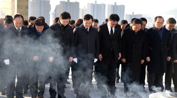더불어민주당 경남도당은 2일 3.15민주묘지를 참배했다.