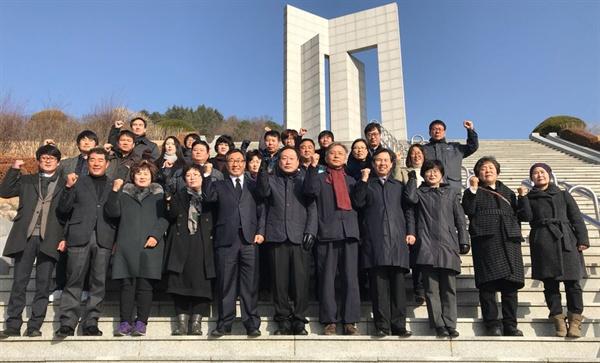 민중당 경남도당은 2일 3.15민주묘지를 참배했다.