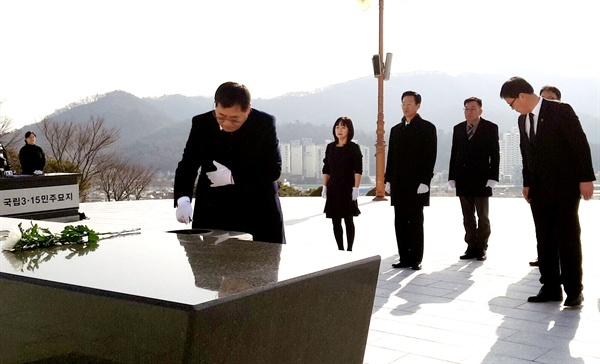 국민의당 경남도당은 2일 3.15민주묘지를 참배했다.