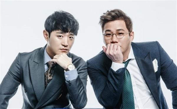 바이브 바이브의 윤민수(오른쪽)가 팬을 향한 성형지적 논란에 공식 사과했다.