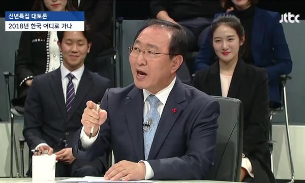 2일 밤 JTBC에서 방영한 '신년 토론'에서 김성태 자유한국당 원내대표와 노회찬 정의당 원내대표가 UAE 특사 방문과 최근 불거진 이면계약설을 두고 설전을 벌였다.