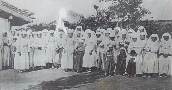 병천교회 진명여학교를 세워 운영하던 성공회의 병천교회 여신도들(1915)