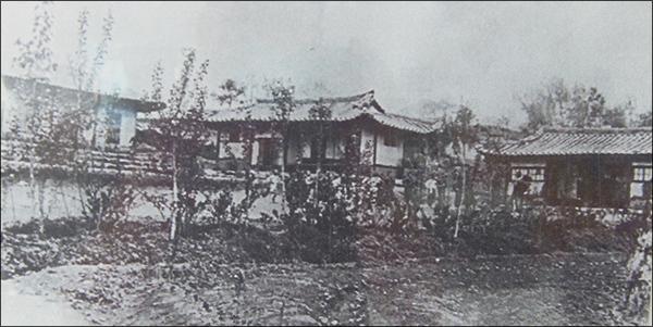 진명학교 성공회 병천교회와 진명학교 건물(1915년)