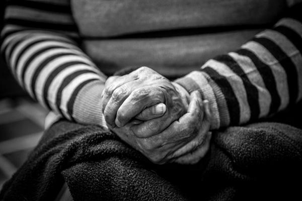 """""""엄마에게 오랫동안 너무 많은 사랑을 받아서 신이 갚을 수 있는 시간을 주는 것 아닐까."""""""