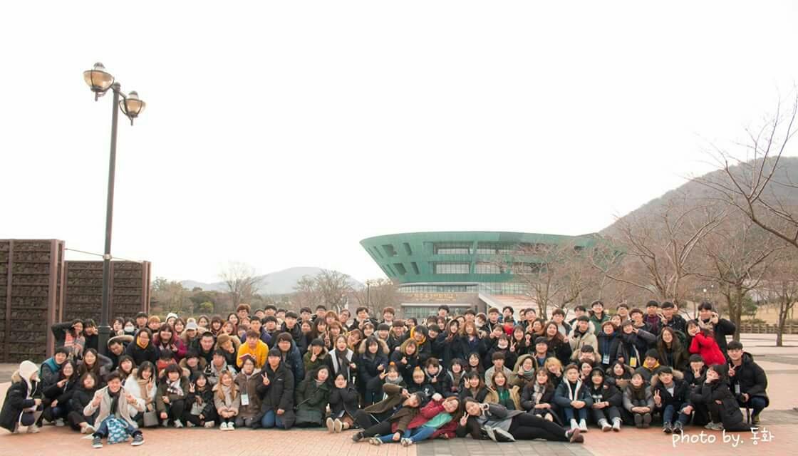 제주 4.3항쟁 역사 기행 참가단 단체사진 제주 4.3항쟁 역사기행 '탐라는 도다'에 참여한 전체 참가단 단체사진입니다.