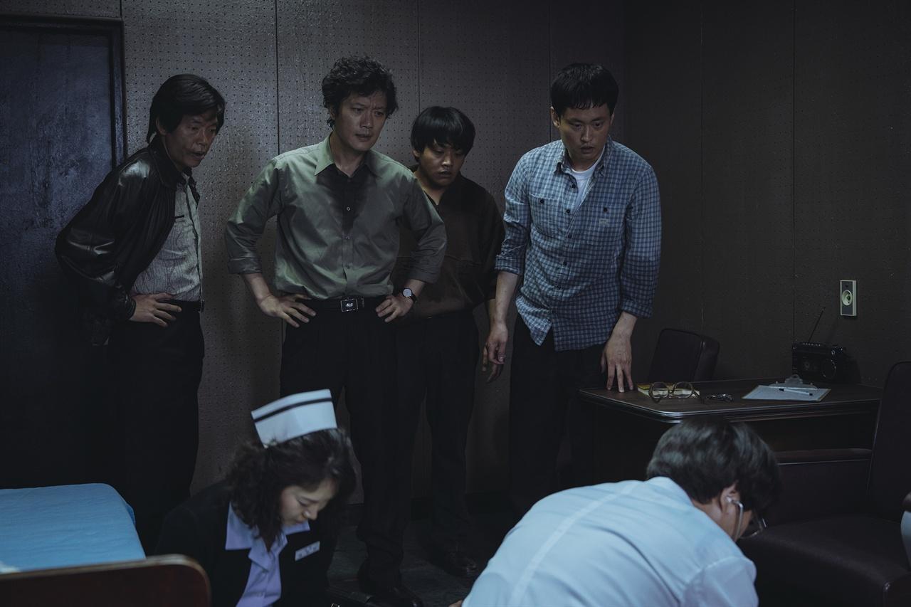 영화 < 1987 >의 한 장면. 남영동 대공분실의 고문경관들