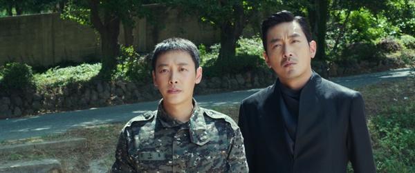 영화 <신과 함께>는 수홍의 죽음을 통해 군 의문사 문제를 건드린다.