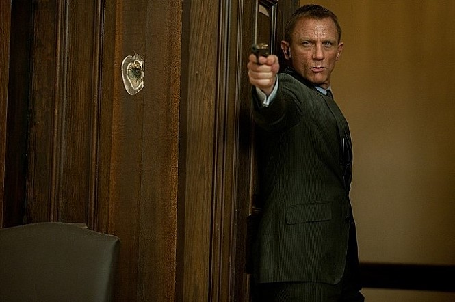 <007 스카이폴>에서 제임스 본드는 자신만 사용 할 수 있는 손금인식 권총을 사용한다.