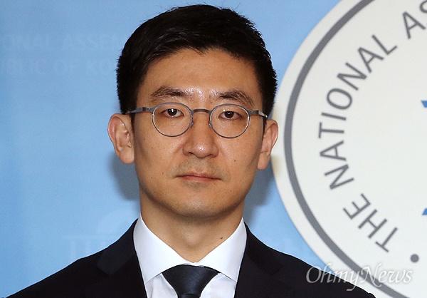 김세연 의원이 9일 바른정당을 탈당해 자유한국당에 복당하겠다고 밝혔다.