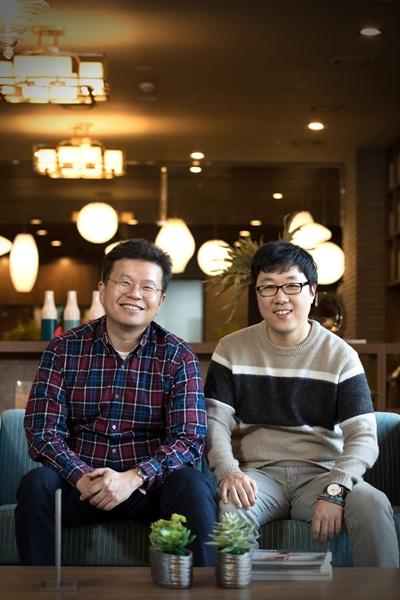 올리브TV <토크몬>을 연출한 박상혁 CP와 현돈 PD.
