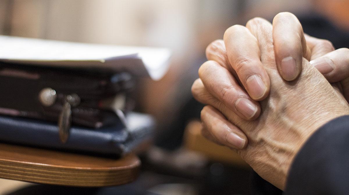 명성교회 세습 논란이 지속되는 가운데 장로회신학대학교 교수 60명이 12일 '명성교회 세습을 반대하는 장신대 교수모임' 출범을 선언하고 활동에 들어갔다. 교수모임은 이날 연합기도회를 진행했다.