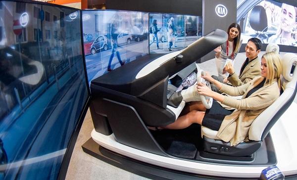 기아자동차, HMI 칵핏 기차가 '2018 씨이에스(CES)'서 전시한 니로 EV 선행 콘셉트카 내부와 동일한 디자인의 'HMI 칵핏'