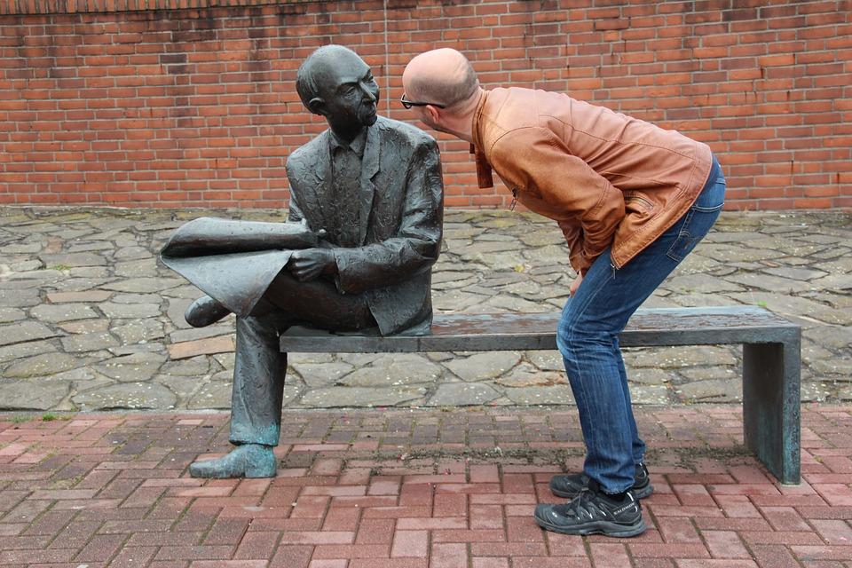 상대가 나와 같은 사람이라는 사실을 깨닫게 되면, 그에 대해 더 알고 싶은 것이 당연하다.