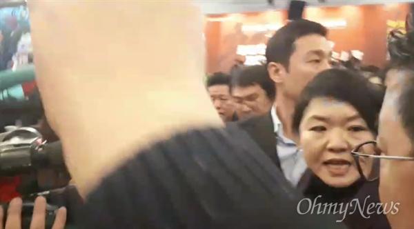 16일 자유한국당 서울특별시당 신년인사회에 방문한 류여해 전 최고위원. 일부 당원들로부터 거센 항의를 받고 있다.
