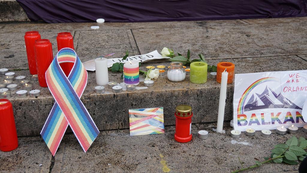 올랜도 클럽 성소수자 혐오범죄로 수많은 사람이 죽고 다쳤다.