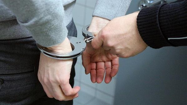 이 사건의 남성은 방화치사 혐의로 기소됐다. 하지만 무죄를 받는다.