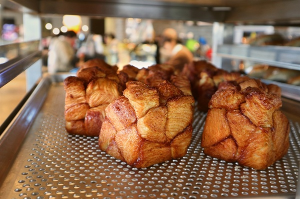 진열장 가득 채운 빵, 이렇게 만든다.