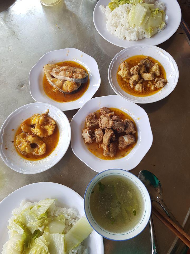 베트남 쌀은 우리 쌀과 다르다. 우리 쌀이 말갛고 투명하다면 베트남 쌀은 마치 쌀을 쪄서 말린 것 같다