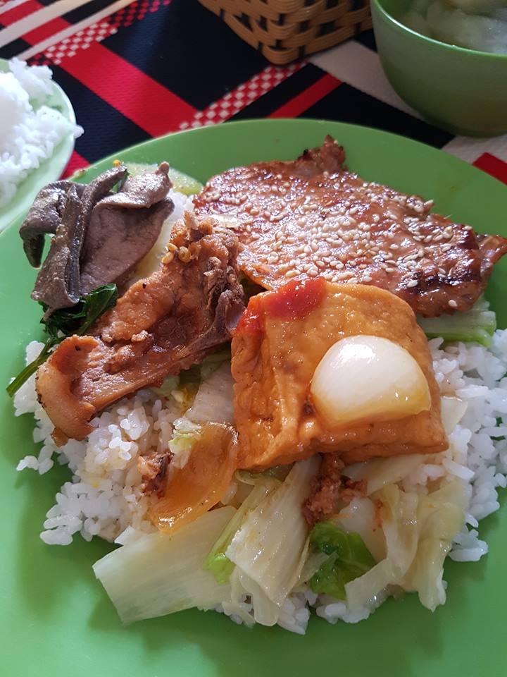 달랏대학교 근처 작은 식당에서 시켜먹은 점심 밥.
