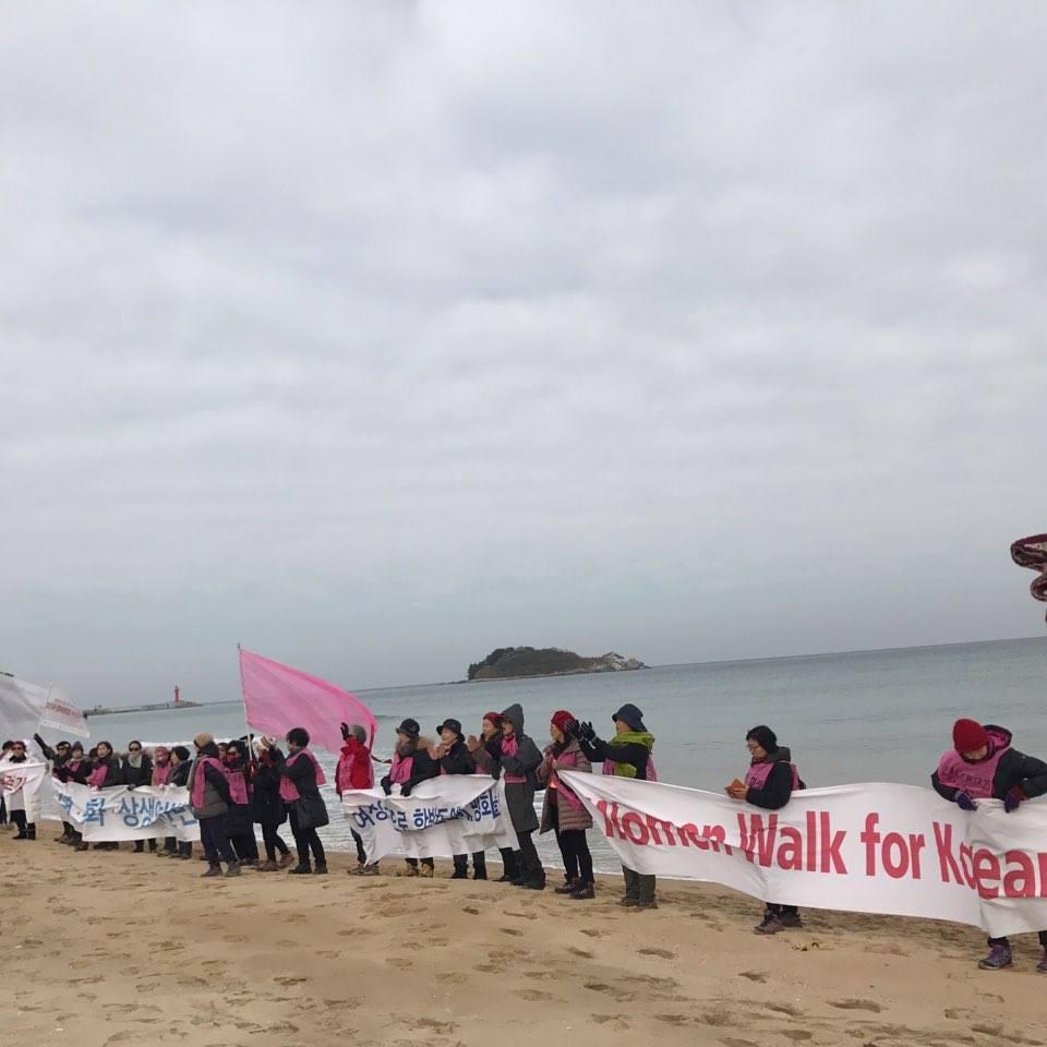 화진포 해안에서 평화를 염원하며