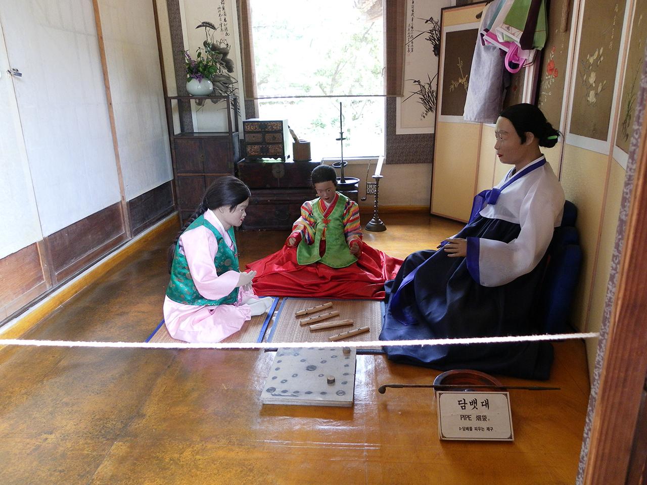 조선시대 여성. 경기도 용인시 한국민속촌에서 찍은 사진.