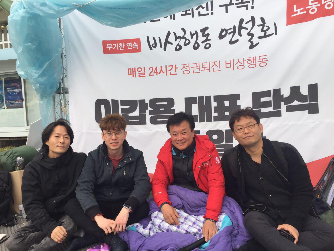 1998년에는 국회 앞에서 24일간 단식을, 2016년에는 박근혜 퇴진과 구속을 외치며 광화문에서 24일간 단식을 했습니다.
