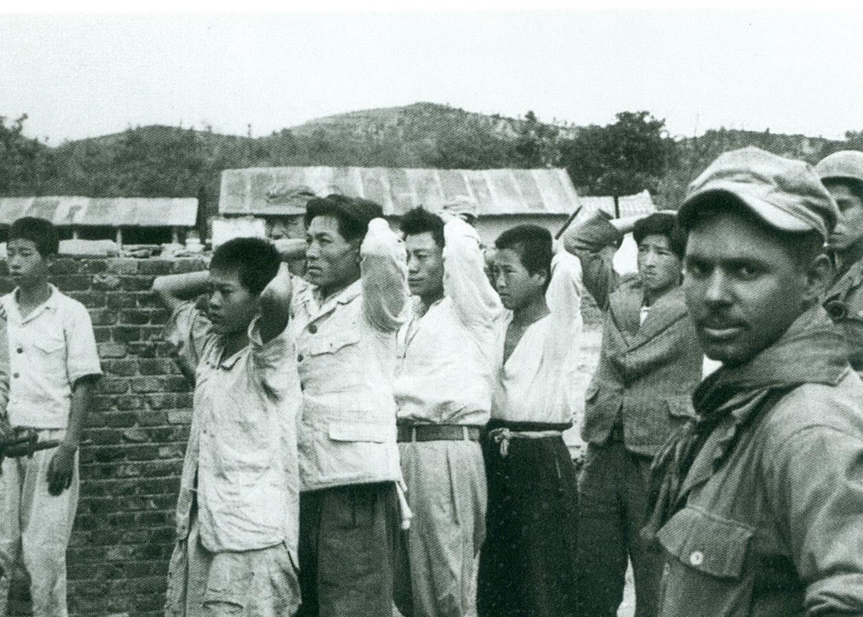 영동군의 부역혐의자 호송장면 1950년 9월 말 영동군의 부역혐의자 호송장면. 사진 출처, 박도사진집