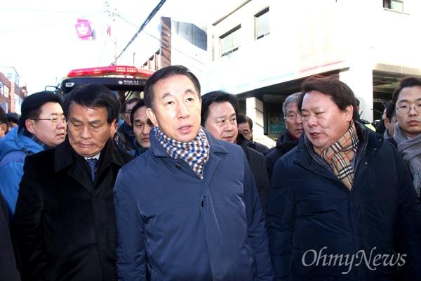 김성태 자유한국당 원내대표가 26일 오후 밀양 세종병원 화재 현장을 찾았다.