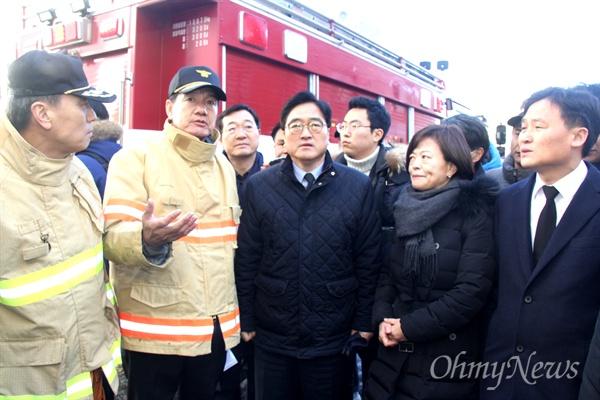 26일 오후 우원식 더불어민주당 원내대표가 밀양 세종병원 화재 현장을 찾았다.