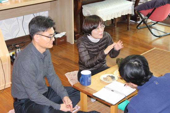 김보라 도의원 김보라 도의원이 남편에 대해 열심히 설명하고 있다. 남편은 뭐라 할말이 없다. 하하하하.