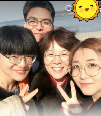 가족사진 보라씨(경기도의원 안성)는 위의 가족사진을 휴대폰에 저장하고 다닌다.  그녀는 정치인이지만, 모성애가 충만하고 가족애가 남다른 엄마이자 아내였다.