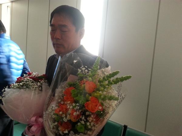 2013년 서울지법에서의 무죄선고 판결 후 눈물을 흘리는 김상원씨