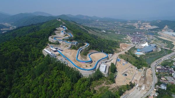평창 동계올림픽 썰매(봅슬레이, 스켈레톤, 루지)경기가 열릴 알펜시아 슬라이딩 센터 전경.