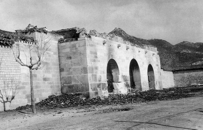 문루가 소실된 광화문 6.25전쟁 당시 문루가 소실되며 광화문 현판도 사라졌다.