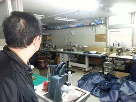 일본 동경 아라가와구에 소재한 오재선 사촌 운영의 가방공장.