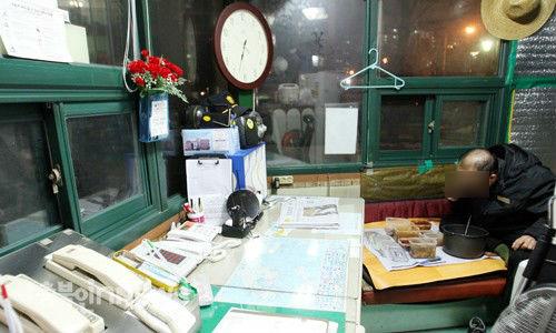 충북 청주의 모 아파트 입주자회의 A대표(49)가 자신보다 열 살 이상 많은 경비원에게 막말을 해 논란이 일고 있다. (사진은 기사의 특정사실과 관계 없음, 충북인뉴스DB)