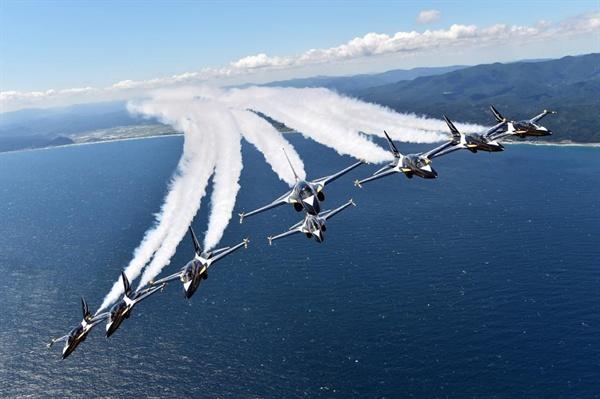 공군 에어쇼 팀 '블랙 이글스'에서 페이스북 계정에 올린 에어쇼 장면