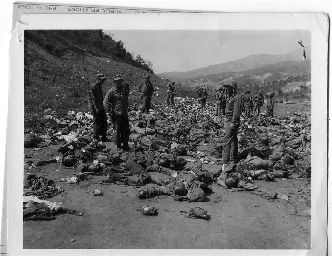 1951. 5. 17. 중국군 시신 더미