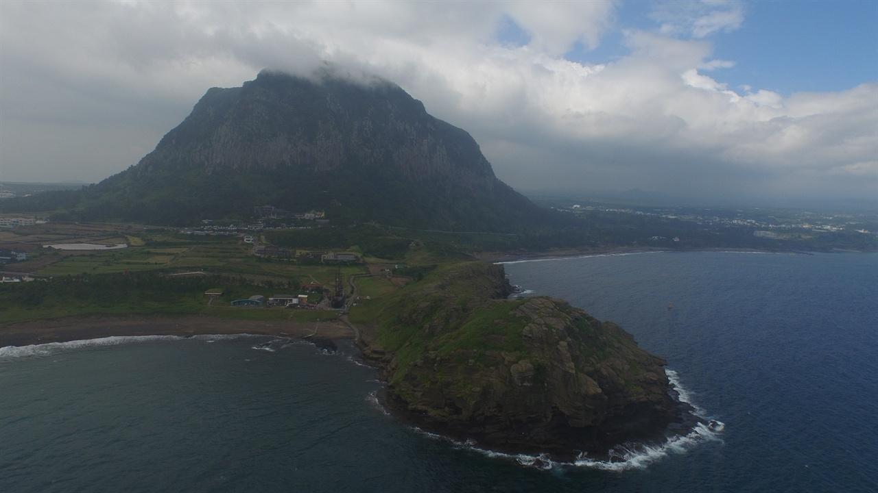 산방산 용머리해안과 산방산