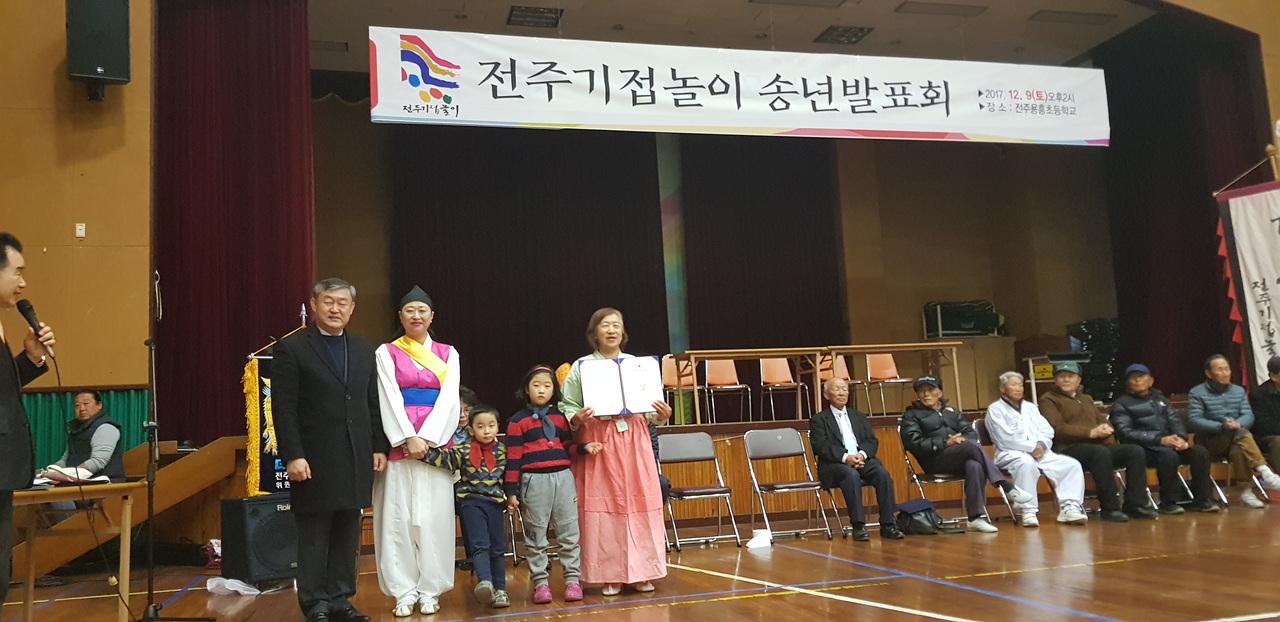 2017년 12월 9일 2017년 우수단원으로 선정되어 전라북도의장상을 수상했다.