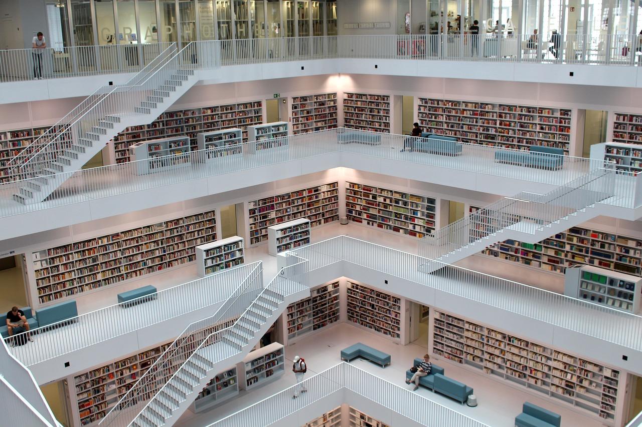 독일 슈투트가르트 도서관 내부