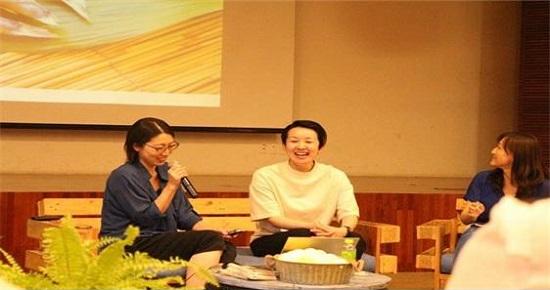 """상상도 못한 재난이 일본에서 일어났듯 한국에도 일어날 수 있다고 말한 스에나가 부대표(왼쪽). """"대표와 싸워 안 보지 않는 한 평생 무스부 활동을 할 것""""이라고 말해 잠시 웃음이 터졌다."""