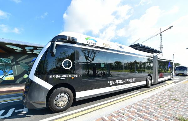 """""""청라국제도시 신교통(GRT)"""" 자료사진. 청라에서 시범 운행된 '바이모달 트램(GRT)' 모습."""