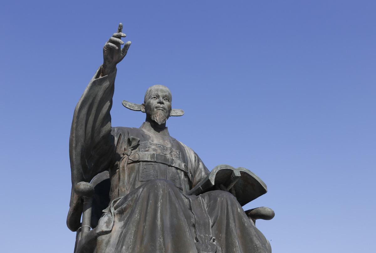 수은 강항 선생 동상. 강항은 '일본 주자학의 아버지'로 불린다. 영광 내산서원 입구에 세워져 있다.