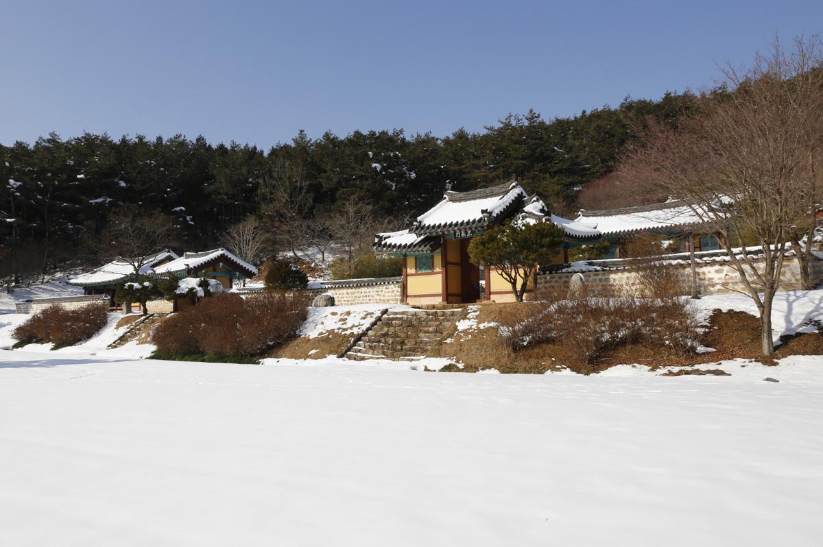 영광 내산서원 설경. 내산서원은 '일본 성리학의 원조'로 불리는 수은 강항 선생을 모시고 있다. 전라남도 영광군 불갑면에 있다.
