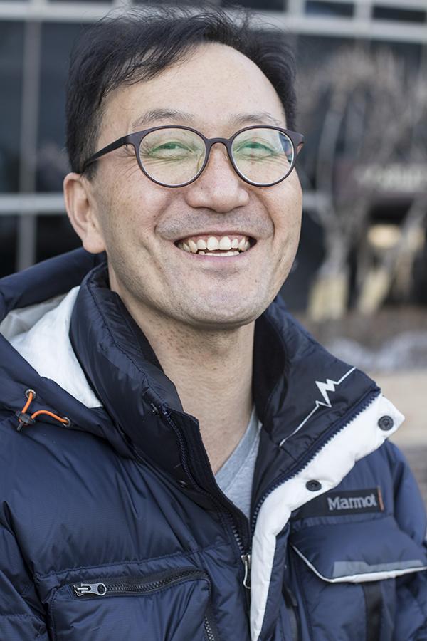 안종훈 교사는 수년 간 어려움을 겪었지만 늘 밝은 모습을 보이려 애쓴다고 했다. 그는 인터뷰 내내 미소를 잃지 않았다.
