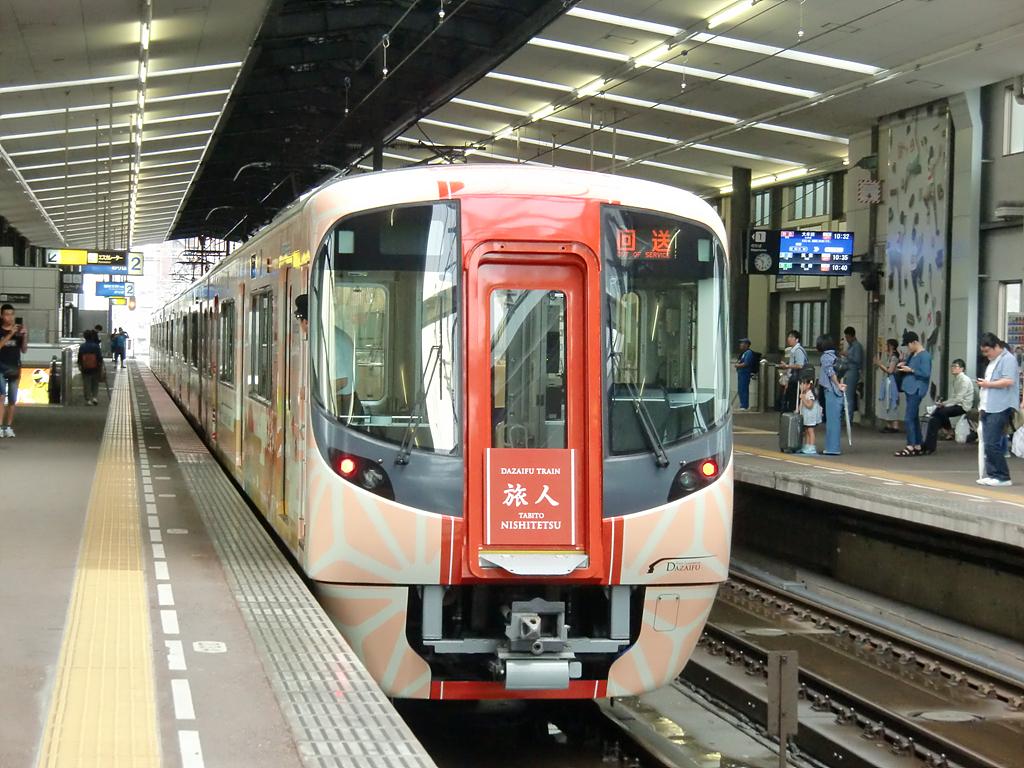 다비토 열차의 외관 출발 준비 중인 다비토 열차